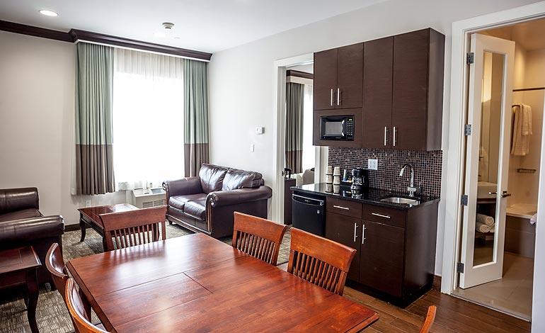 Luxury-Suite-Living